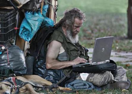 homeless-man-goes-online